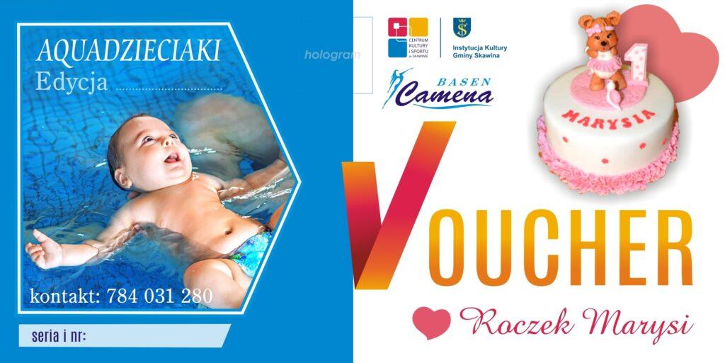 """Wzór voucheru okolicznościowego. Z lewej strony umieszczono zdjęcie niemowlaka pływającego w basenie, po prawej logotypy Basenu Camena i Centrum Kultury i Sportu w Skawinie, różowy tort urodzinowy na roczek, poniżej napis """"Voucher;Roczek Marysi"""""""