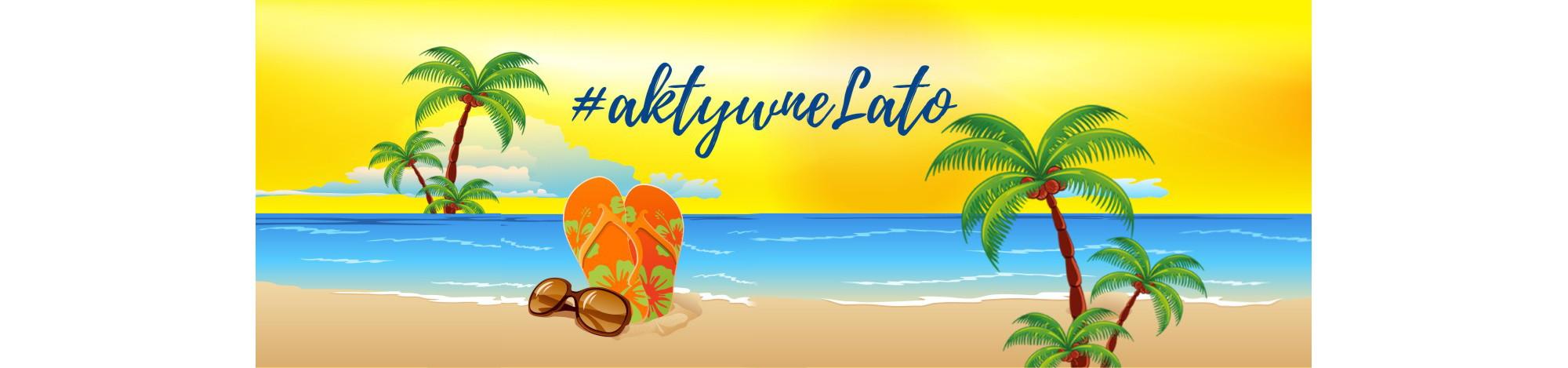 Grafika: tropikalna plaża. W tle żółte niebo, poniżej błękitna woda, z przodu beżowy piasek. Na piasku klapki japonki - pomarańczowe w zielone kwiaty oraz brązowe okulary przeciwsłoneczne. Po prawej i lewej stronie palmy. U góry, na żółtym tle, niebieski napis: